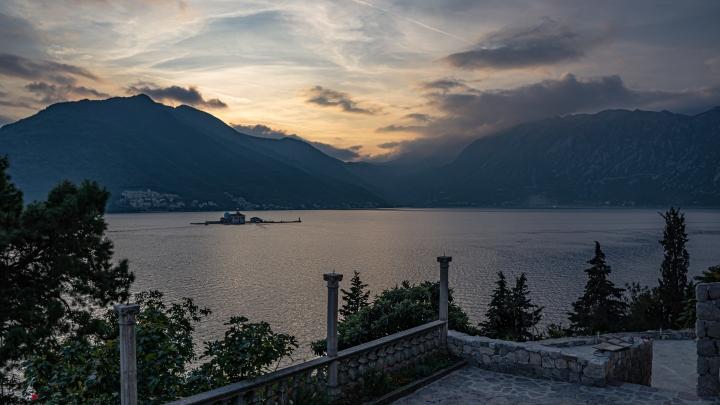 Longer la mer Adriatique du Monténégro pendant cinqjours